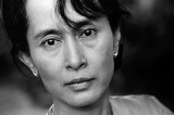 "Birmania – Suu kyi diserta ""Parlamento"""
