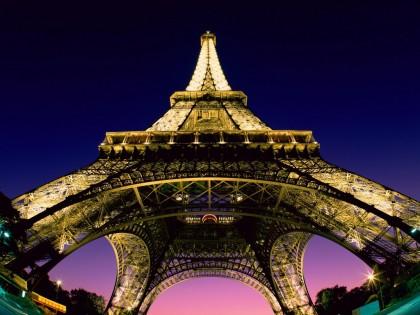 la_tour_eiffel_de_nuit