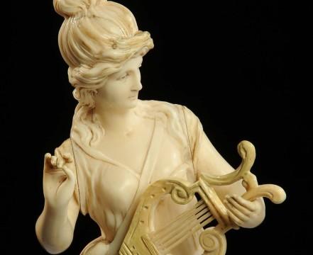La Musa della musica in Grecia non suona più