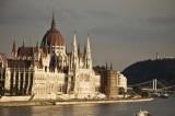 Ue–Ungheria: continuo tiro alla fune