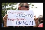 Roma – Uova e fischi per Draghi, duramente contestato a La Sapienza